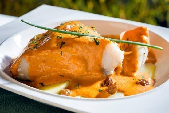 Skrei frito con salsa de pimientos y chorizo - Felipe Saldado